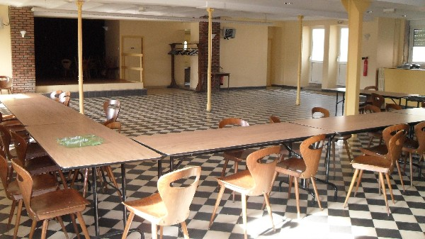 """Salle de réception """"La Taverne"""" d'une capacité de 200 couverts (avec une scène)"""