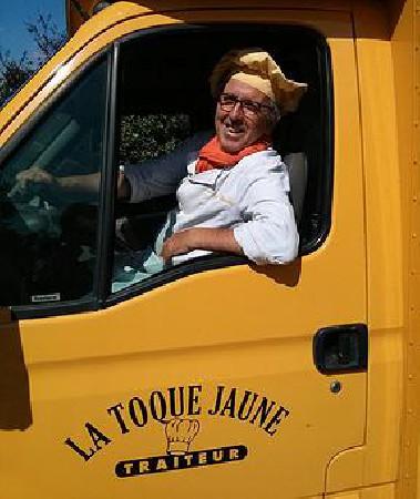"""Cuisinier depuis toujours  mon """"food truck"""" me permet d'être autonome et je peux ainsi vous préparer dans l'endroit de votre choix des repas pour 50 à 300 personnes sans que vous ayez à vous occuper de quoi que ce soit...Cuisine Française, spécialités exotiques, tous vos convives seront ravis.Demandez votre devis"""