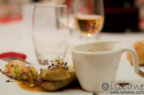 Escalopes de foie gras, brunoise marinée et espuma de pomme de terre
