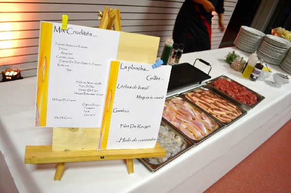 Atelier plancha.<br /> Assortiment de viandes et de poissons cuits à la plancha, à votre convenance, devant les convives.<br /> Idéal pour accompagner l'atelier Mic'Crudités