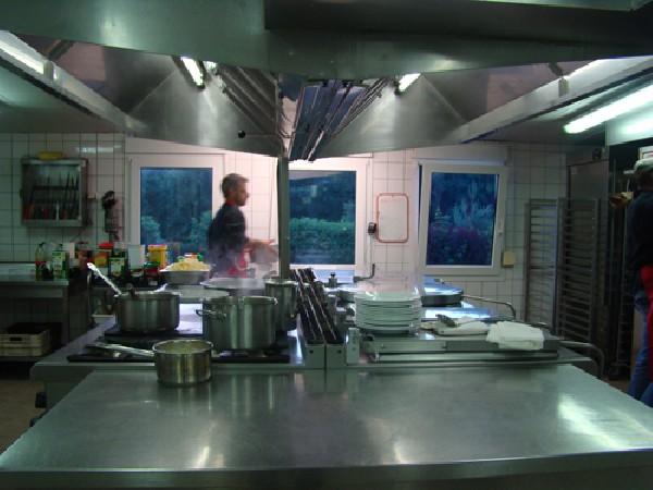 Sur place  une super cuisine agréé avec une équipe de restauration, traiteur, cuisinier et pâtissier pour l'organisation de repas classique, terroir et festif de 20 à 1000 couverts.