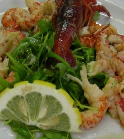 L'assurance de beaux produits et une large gamme de plats et menus pour toutes les réalisations du simple menu du jour, au repas découverte, terroir, menu gastronomique et festif.