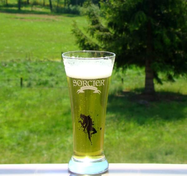 La BIERE DU SORCIER, une bière confectionnée pour notre établissement. Elégante, une bière verte couleur des Vosges à base de plante est proposée sur place avec un tirage gratuit (fût de 15 L).