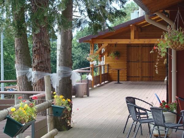 Restauration sur lieu atypique :<br /> - en terrasse<br /> - notre village de tipis<br /> - au bord de l'eau<br /> - en forêt<br /> Nous réalisons des prestations de choix sur tous les situations exceptionnelles.