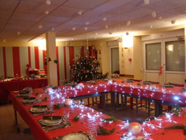 SALLE AUBERGE, le soir de Noël