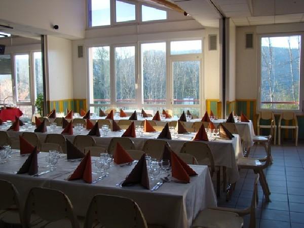 SALLE SPECTACLE, une salle et son grand buffet de fête à moins de 30 €