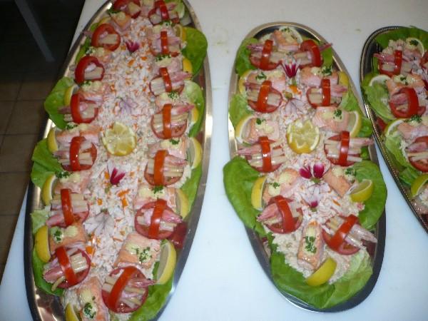 saumon en bellevue et son panier de tomate aux asperges.